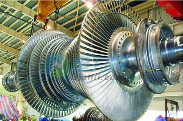 (2)材质与组织缺陷 核电汽轮机叶片材料主要是2Cr13和0Cr17Ni4Cu4Nb等,后者是在Cr17基础上加入Cu、Nb等强化元素,并在400~650析出时效硬化相ε—Cu、NbC、M23C6等碳化物而产生沉淀硬化,耐蚀性较Cr13型马氏体钢好。 叶片材料中的杂质及不良组织,如δ铁素体、块状碳化物、夹杂物等缺陷,对叶片的力学性能、疲劳寿命和耐腐蚀性能影响巨大,必须加以严格控制。如果叶片材料存在原始缺陷,投运后易产生疲劳裂纹源而引起脆断。 (3)机加工与装配缺陷
