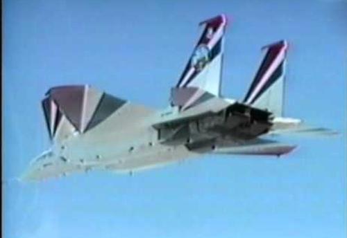 而两元矢量推力喷口的使用,使f22尾部流畅的将截面积缩减到了最小.