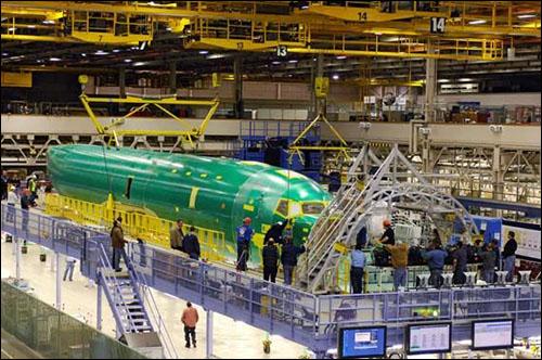 适用于飞机机翼,中央翼盒以及油箱的液压和燃油托架